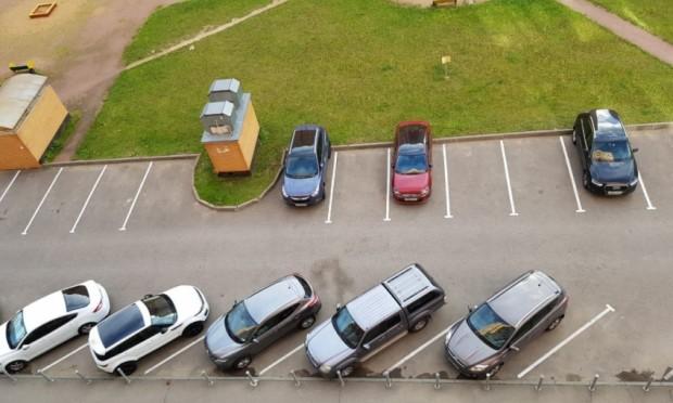 Krupnogabaritnomu-transportu-razreshat-parkovatsya-vo-dvorah